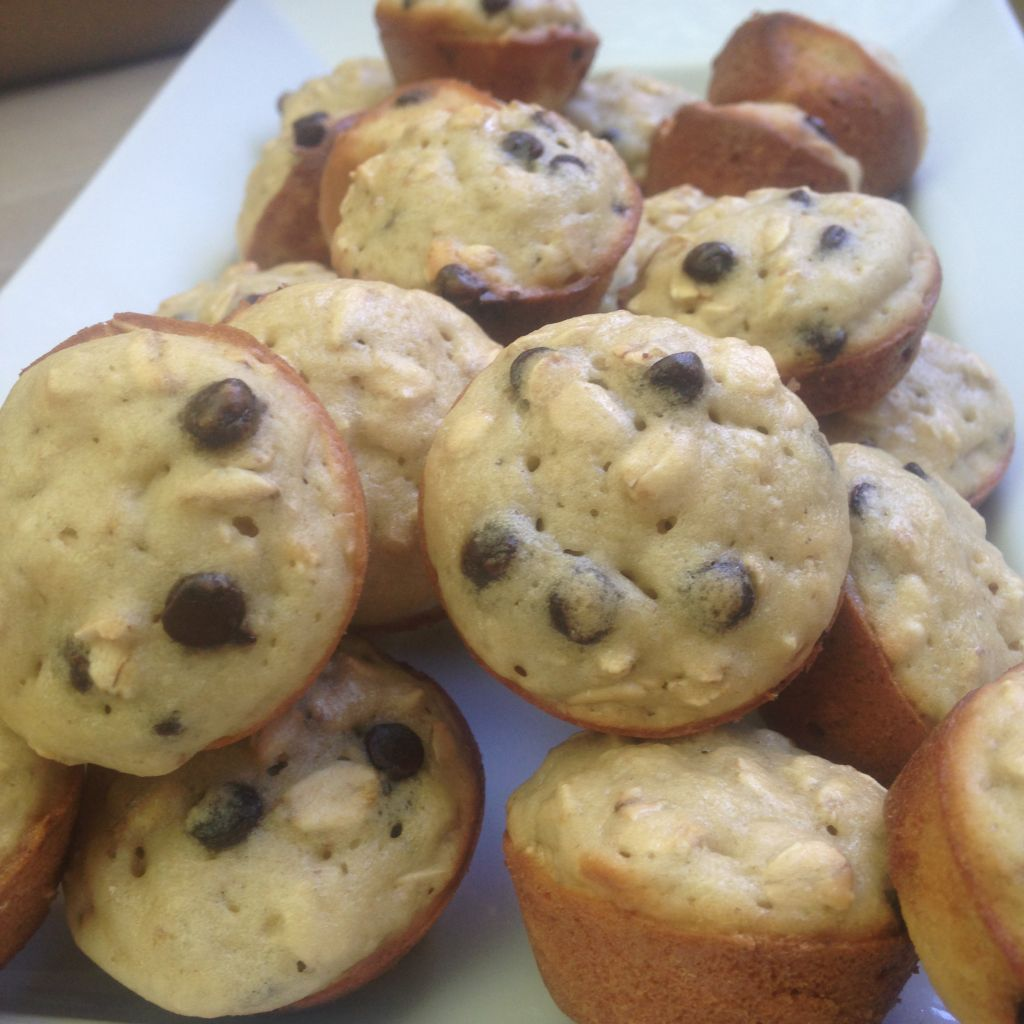 Mini oatmeal chocolate chip muffins - Drizzle Me Skinny!Drizzle Me ...