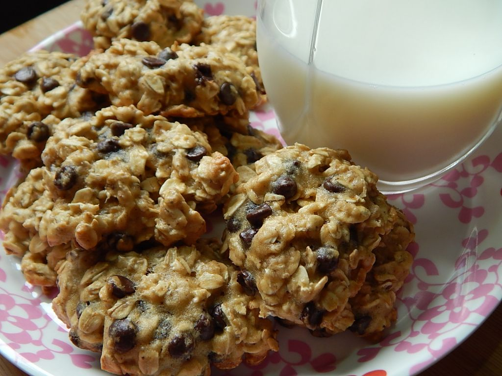 Soft oatmeal chocolate chip cookies - Drizzle Me Skinny!Drizzle Me ...