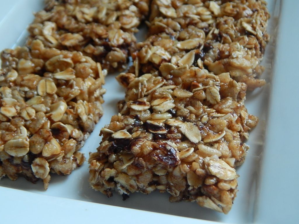 Peanut butter chocolate rice krispie granola treats - Drizzle Me ...