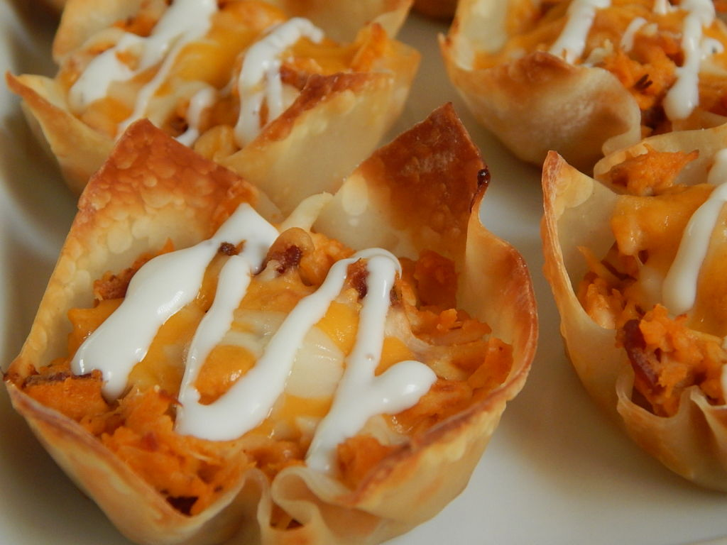 Bbq Chicken Bacon And Ranch Wonton Cups Drizzle Me Skinny Drizzle Me Skinny