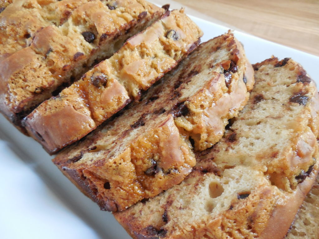 Caramel chocolate chip banana bread - Drizzle Me Skinny!Drizzle Me ...