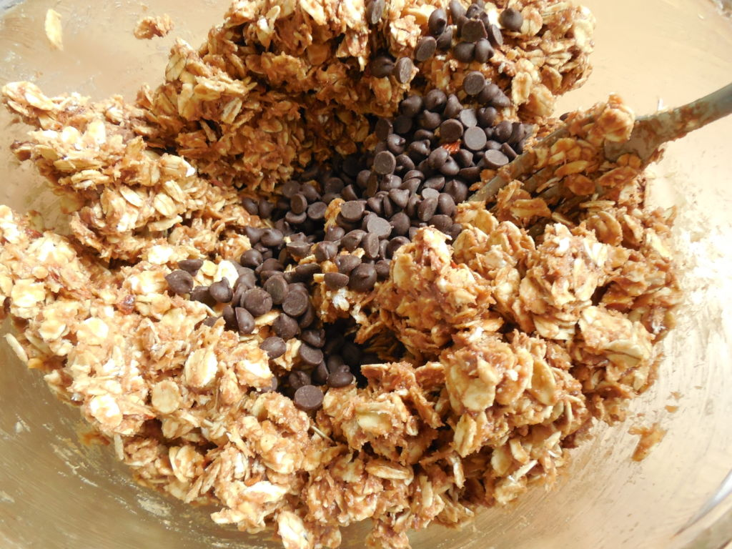 Peanut butter chocolate almond no bake cookies